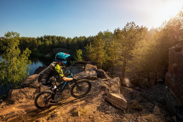 MTB downhiller with optical mountain bike goggles before steep descent