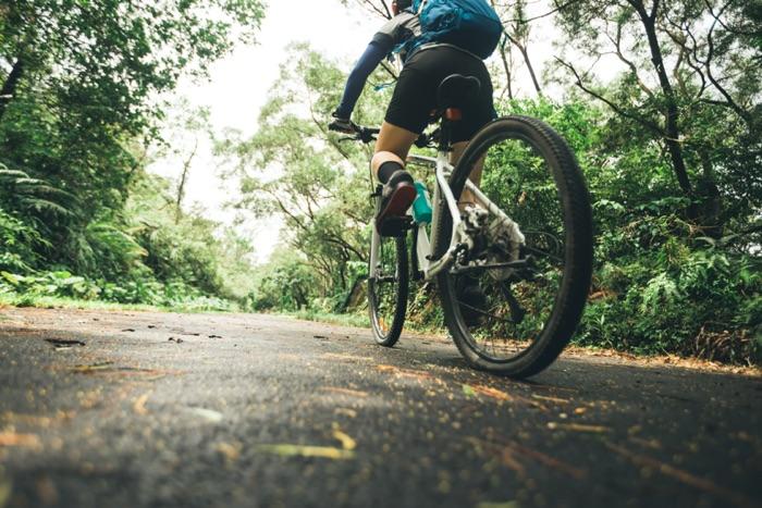 Gli appassionati di mountain bike in movimento con gli occhiali sportivi ottici SK-X