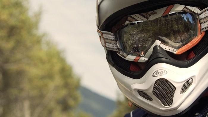 Motocross-Fahrer mit optischer Crossbrille mit Sehstärke von SK-X