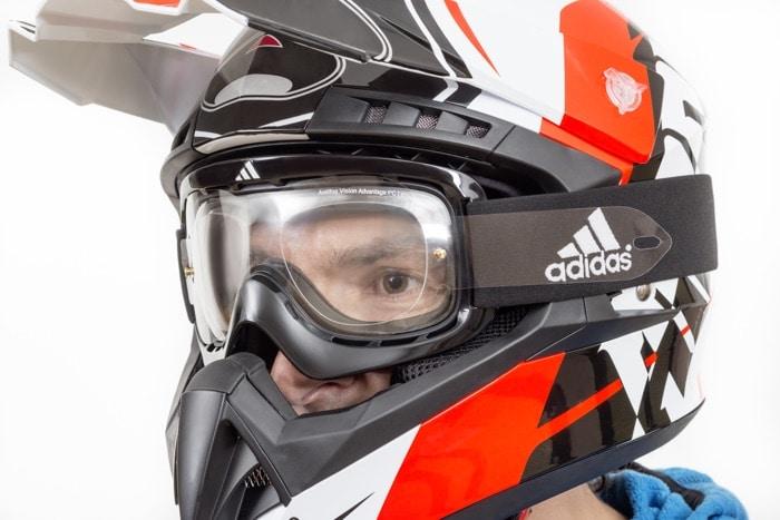 Motocross-Helm mit optischer MotoX-Brille von SK-X